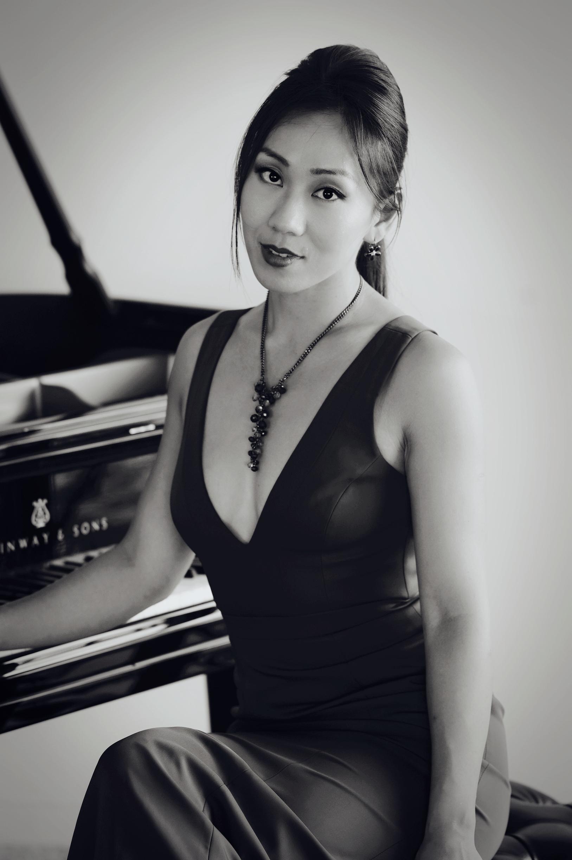 ROCO Pianist Mei Rui